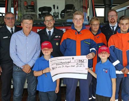 Großzügige Spende für den Nachwuchs der Feuerwehr!